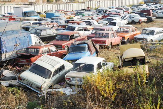 Ekologickou likvidaci nepojízdných aut zajišťují vrakoviště.