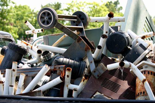 Kovový odpad se musí nejprve roztřídit.